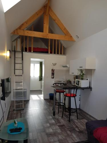 christine : Appartement proche de Larçay