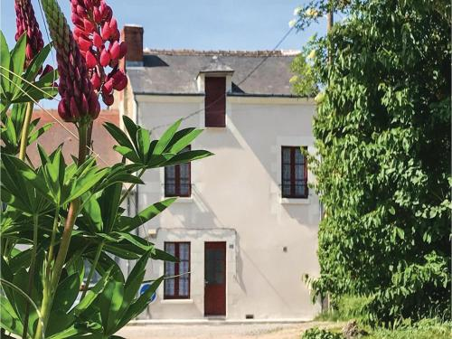Holiday Home in Descartes : Hebergement proche de La Celle-Guenand