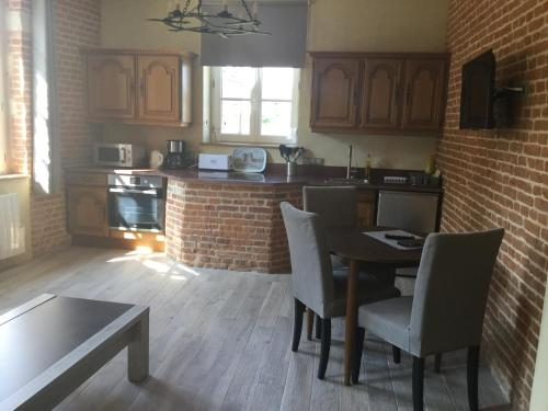 Logis de l'orangerie : Appartement proche d'Offignies