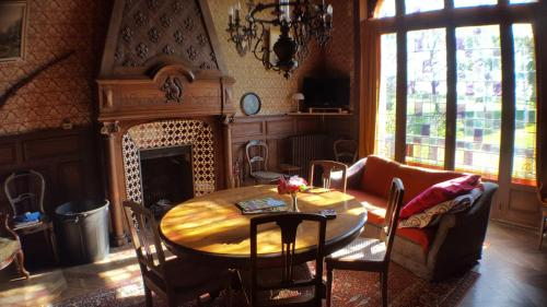 Le Chateau du grand Coudray : Chambres d'hotes/B&B proche de Boulay-les-Ifs