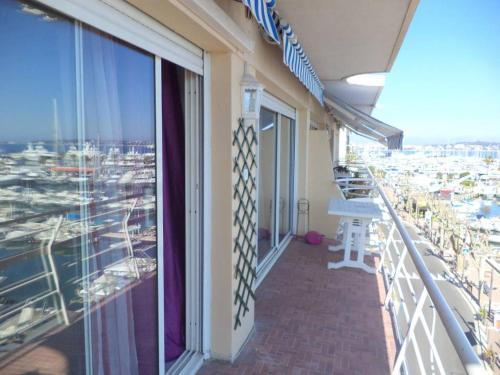 Seafront One-bedroom with amazing view : Appartement proche de Vallauris