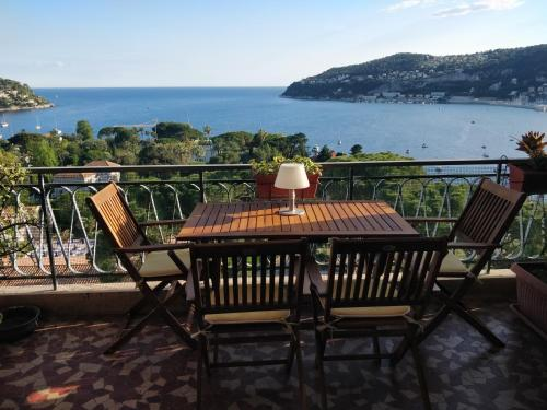 Appartement Vintage flat overlooking Villefranche Bay