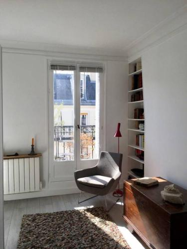 Appartement Modern Studio In Paris With Balcony