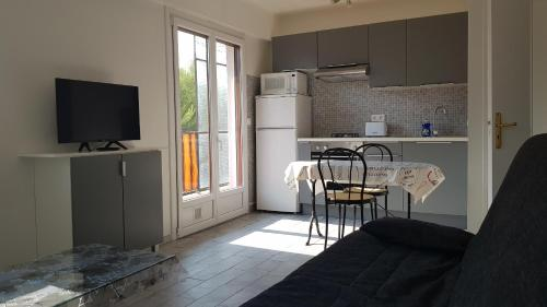 Le Val Fleuri : Appartement proche de Saint-Laurent-du-Var
