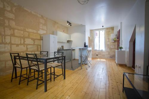 Authentic flat with two bedroom near the docks : Appartement proche de Cenon