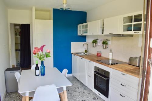 Air Rental - Appartement aux tonelles : pied du tram, netflix, terrace : Appartement proche de Pignan