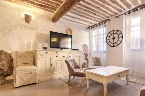 Appartement Bijou Apartment in Old Town Antibes.
