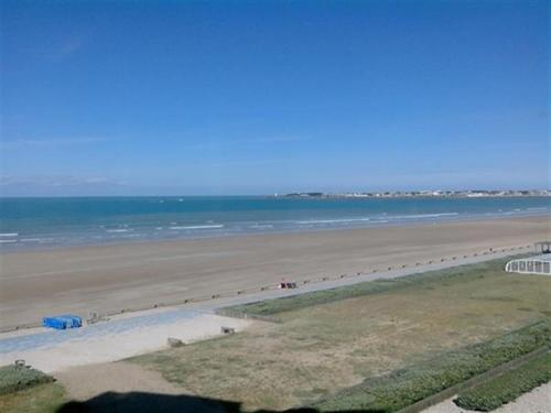 Appartement Apartment Saint gilles croix de vie - face a la mer - acces direct a la plage
