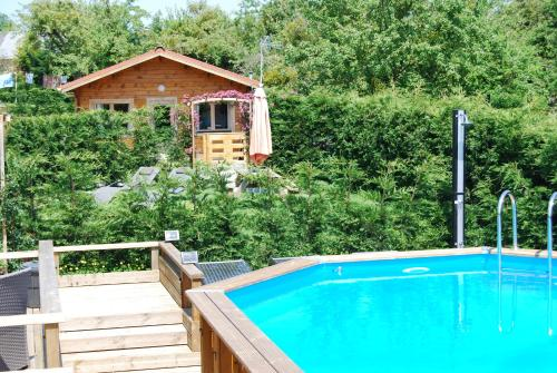 The Cabin with heated outdoor pool : Hebergement proche de Cuves