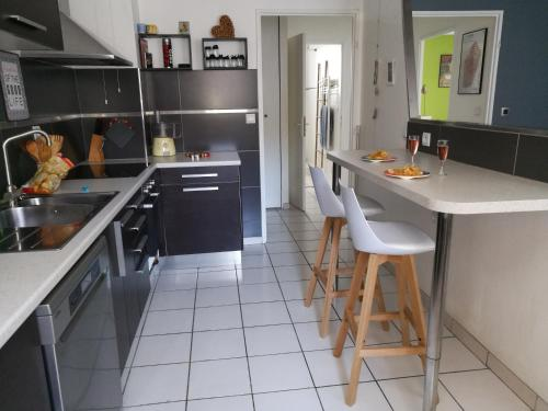 Central, spacieux, chambre, parking, WiFi high speed : Appartement proche de Grenoble