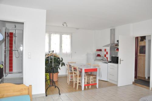 Appartement rouge : Appartement proche d'Altillac