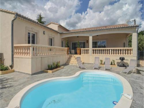Three-Bedroom Holiday Home in Barjac : Hebergement proche de Tharaux