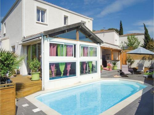 Five-Bedroom Holiday Home in Saint-Jean-de-Vedas : Hebergement proche de Pignan