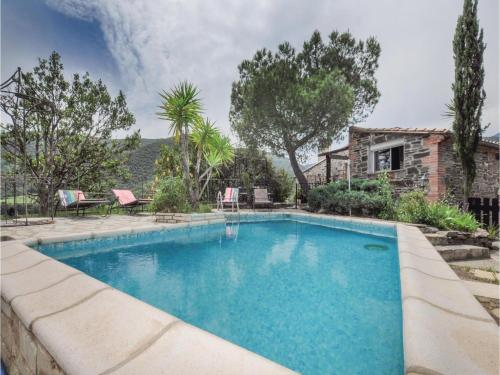 Five-Bedroom Holiday Home in Rigarda : Hebergement proche de Pézilla-de-Conflent