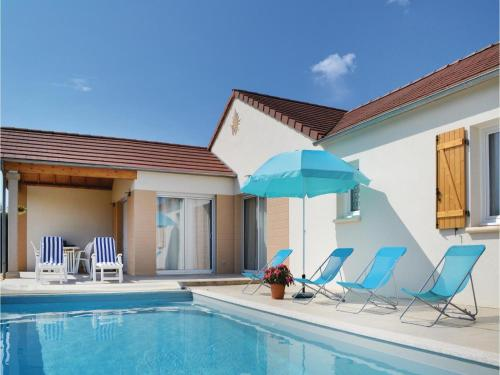 Four-Bedroom Holiday Home in Tauriac : Hebergement proche d'Astaillac