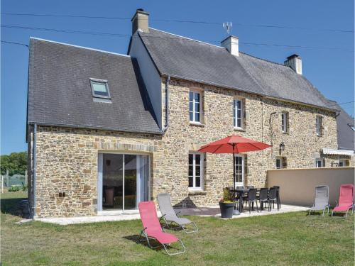 Four-Bedroom Holiday Home in Saint-Germain-sur-Ay : Hebergement proche de Pirou