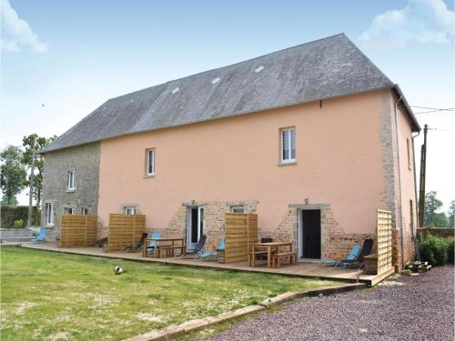 Two-Bedroom Holiday Home in Sainteny : Hebergement proche de Saint-Sébastien-de-Raids