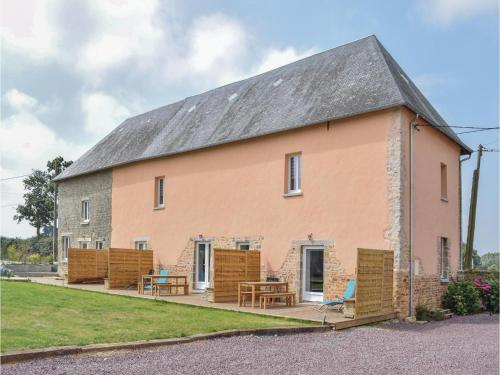 Three-Bedroom Holiday Home in Sainteny : Hebergement proche de Graignes-Mesnil-Angot