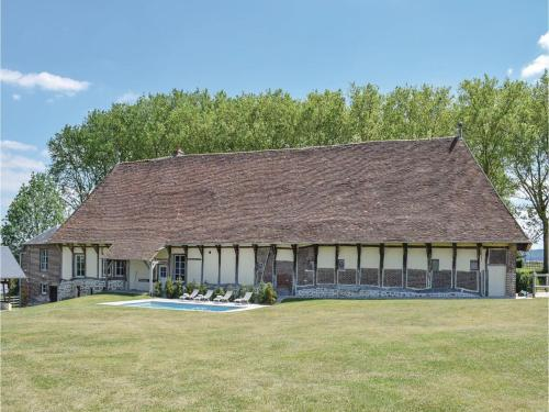 Three-Bedroom Holiday Home in Gournay-en-Bray : Hebergement proche de Trie-Château