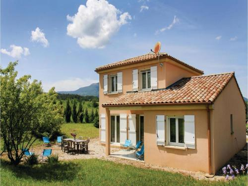 Four-Bedroom Holiday Home in Saint Roman : Hebergement proche d'Aucelon