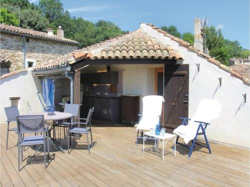 Three-Bedroom Holiday Home in Manas : Hebergement proche d'Autichamp