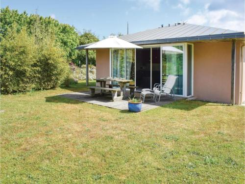 Three-Bedroom Holiday Home in Guisseny : Hebergement proche de Loc-Brévalaire