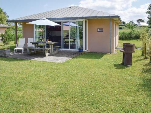 Two-Bedroom Holiday Home in Guisseny : Hebergement proche de Loc-Brévalaire