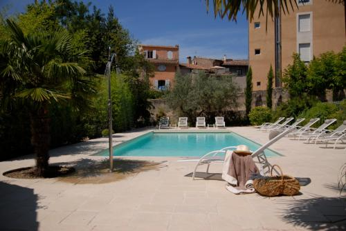 Unique, undisturbed luxury property in the heart of Provence : Hebergement proche de Correns
