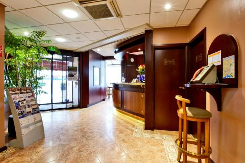 Kyriad Hotel Nevers Centre : Hotel proche de Jailly