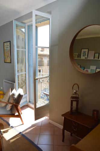 Chic and spaciouse - centre old town Pezenas : Appartement proche de Valros