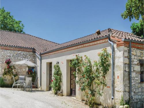 One-Bedroom Holiday Home in Valeilles : Hebergement proche de Montaigu-de-Quercy