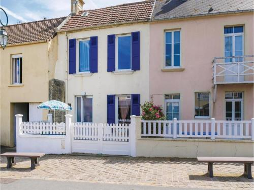Two-Bedroom Holiday Home in Arromanches-les-Bains : Hebergement proche d'Asnelles