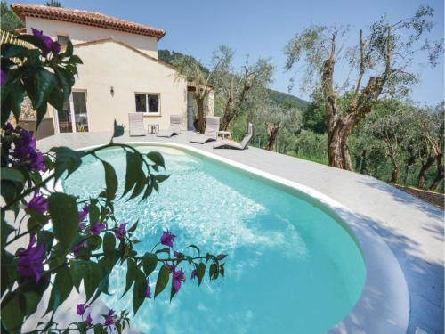 Three-Bedroom Holiday Home in Cabris : Hebergement proche de Peymeinade