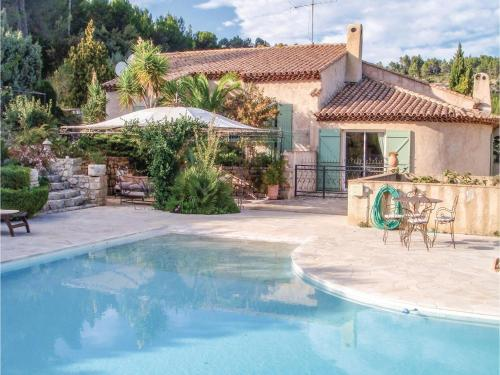 Three-Bedroom Holiday Home in Sollies Toucas : Hebergement proche de Cuers