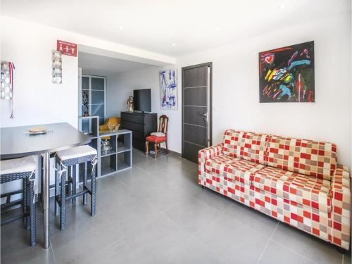 One-Bedroom Apartment in Sollies Ville : Appartement proche de Cuers