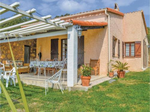 Three-Bedroom Holiday Home in Cargese : Hebergement proche d'Arbori