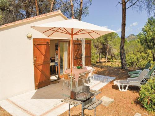 Three-Bedroom Holiday Home in Calcatoggio : Hebergement proche d'Arbori