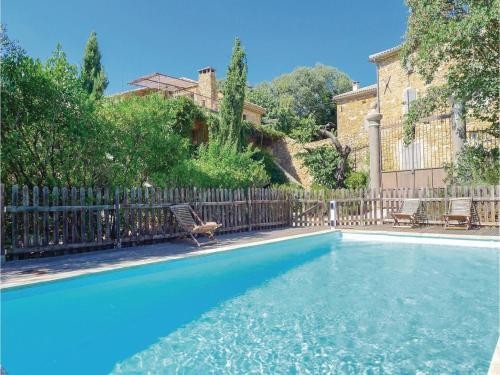 Four-Bedroom Holiday Home in Uzes : Hebergement proche de Saint-Étienne-de-l'Olm