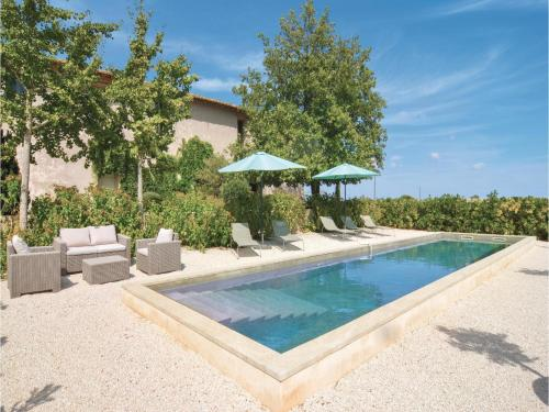 Holiday home St-Gilles 89 with Outdoor Swimmingpool : Hebergement proche de Générac