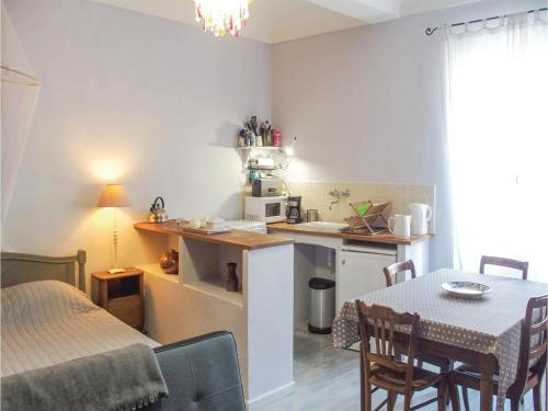 0-Bedroom Apartment in Barjac : Appartement proche de Tharaux