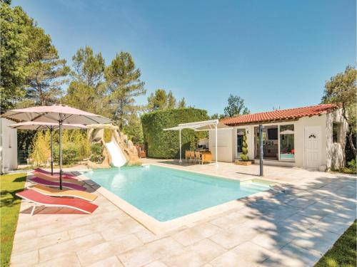 Six-Bedroom Holiday home Trets 0 09 : Hebergement proche de Nans-les-Pins