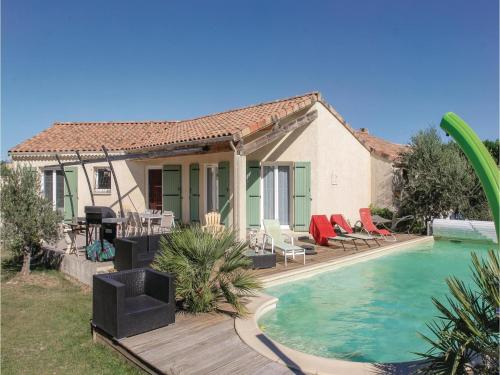 Three-Bedroom Holiday Home in Pierrelatte : Hebergement proche de Les Granges-Gontardes