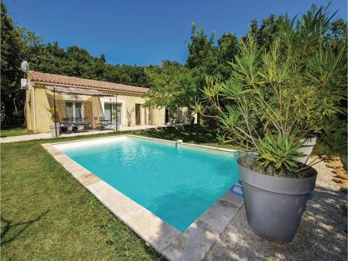 Five-Bedroom Holiday Home in Grignan : Hebergement proche de Montjoyer