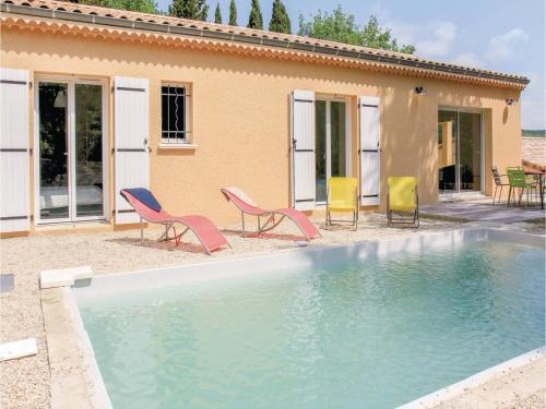 Four-Bedroom Holiday Home in Valaurie : Hebergement proche de Montjoyer