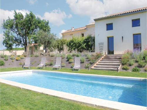 Four-Bedroom Holiday Home in Charols : Hebergement proche de Pont-de-Barret