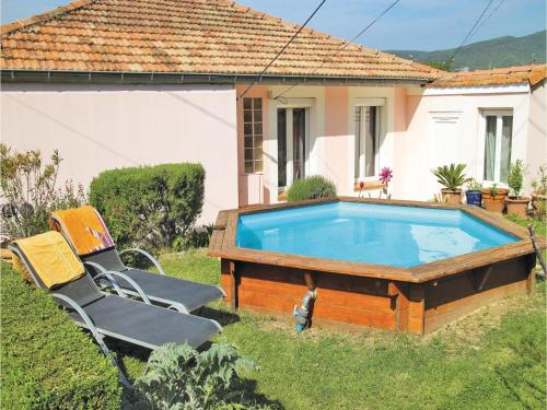 Four-Bedroom Holiday Home in Donzere : Hebergement proche de Les Granges-Gontardes
