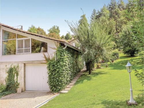 0-Bedroom Holiday Home in Charens : Hebergement proche d'Aucelon
