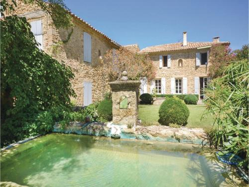Four-Bedroom Holiday Home in Serignan du Comtat : Hebergement proche de Lagarde-Paréol