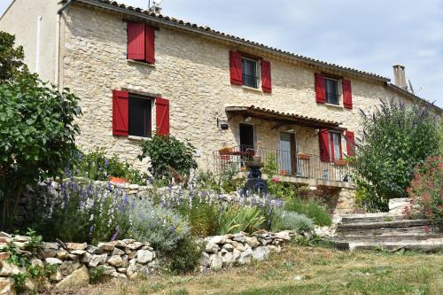 Holiday home Le Village : Hebergement proche de Revest-du-Bion