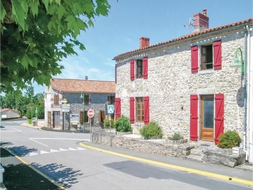 Holiday Home St Avaugourd des Lande with a Fireplace 06 : Hebergement proche de Les Clouzeaux